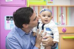 Père et son bébé Photographie stock libre de droits