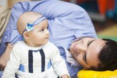 Père et son bébé Photo stock