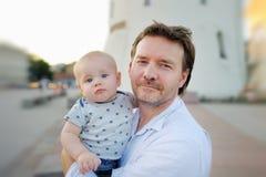 Père et son fils Photographie stock libre de droits