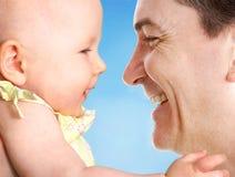 Père heureux avec le descendant Photo libre de droits
