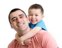 Père heureux avec son fils d'enfant sur le sien de retour d'isolement image libre de droits
