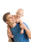 Père heureux jouant avec le fils de bébé d'isolement sur le blanc Image libre de droits