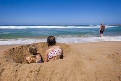 Père Holidays de plage de filles Photographie stock libre de droits