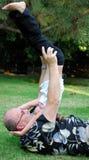 Père jouant avec la petite-fille images libres de droits