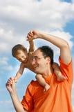 Père jouant avec le fils Photo stock
