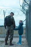 Père militaire et fils absent Photographie stock libre de droits