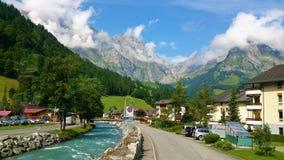 Pé das montanhas alpinas fotos de stock