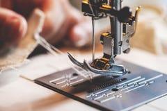 Pé de Presser de uma máquina de costura foto de stock