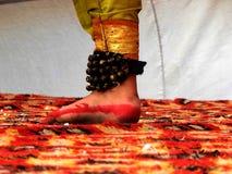 Pé de um dançarino clássico indiano imagens de stock