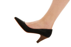 Pé fêmea 'sexy' em sapatas clássicas Imagem de Stock