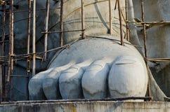 Pé grande da estátua do ganesha sob a construção fotos de stock royalty free