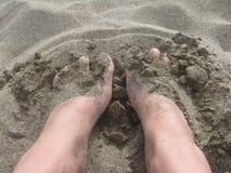 Pé na areia Fotos de Stock