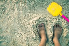 Pé na areia branca Fotos de Stock