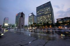 Péché du soleil d'amiral Yi de statue à la place de Gwanghwamun à Séoul, Corée du Sud Photo stock