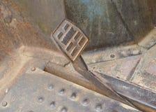 Pédale de freinage rouillée en métal Photo stock