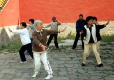 Pékin, Chine : Aînés faisant Tai'Chi Photos stock