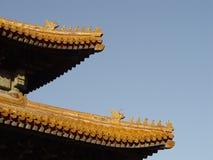 Pékin Chine - tuiles de toit fleuries Images stock