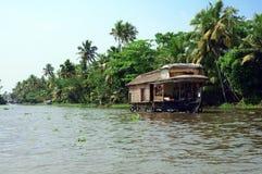 Péniche aménagée en habitation au Kerala Image stock
