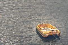 Péniche dedans le port d'Aviles au nord de l'Espagne photos stock