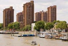 Péniches aménagées en habitation, fleuve la Tamise, Chelsea Image stock