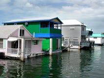 Péniches aménagées en habitation sur l'eau Image stock