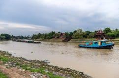 Péniches de remorquage de bateau de traction subite Photo stock