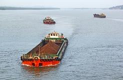 Péniches de transport de cargaison de minerai de fer Image libre de droits