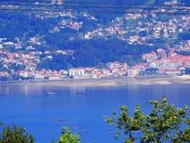 Péniches en Ria de Vigo de moule photo stock