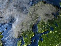 Péninsule scandinave sur terre la nuit - fond océanique évident Photo libre de droits