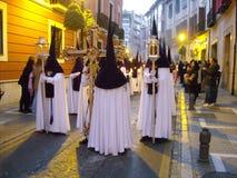 Pénitents à Grenade, Andalousie, pendant la semaine sainte Images libres de droits