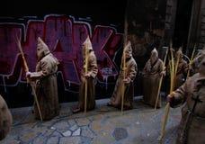 Pénitents pendant le cortège de Pâques en île de Majorque Image stock