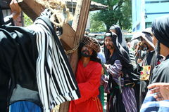 Pénitents reconstituant la passion du Christ Photographie stock libre de droits