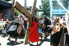 Pénitents reconstituant la passion du Christ Images libres de droits