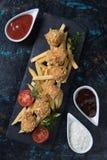 Pépites de poulet cuites à la friteuse Images stock