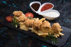 Pépites de poulet cuites à la friteuse Photo libre de droits