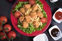 Pépites de poulet cuites à la friteuse Image libre de droits