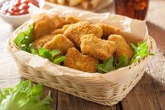 Pépites de poulet d'aliments de préparation rapide avec le kola de pommes frites de ketchup Image libre de droits