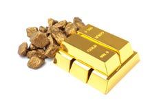 Pépites et lingots d'or photo libre de droits