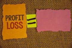 Pérdida del beneficio del texto de la escritura de la palabra El concepto del negocio para la cuenta de finales de ano financiera Fotografía de archivo