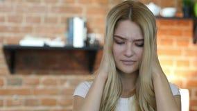 Pérdida en línea, muchacha que reacciona al fracaso metrajes