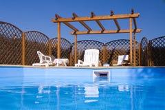 Pérgola vista de la piscina Fotografía de archivo libre de regalías