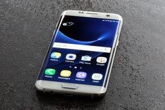 Pérola do branco da borda da galáxia S7 de Samsung Fotos de Stock Royalty Free