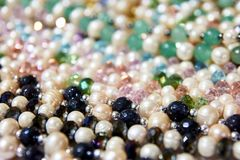 Pérolas bonitas Artigo precioso Muitas cores diferentes fotografia de stock