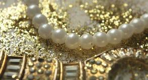 Pérolas e ouro Imagem de Stock Royalty Free
