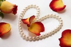 Pérolas e rosas Fotografia de Stock