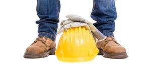 Pés, capacete e luvas do construtor da construção Fotografia de Stock Royalty Free