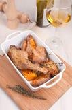 Pés cozinhados do pato com tomilho e a batata doce Fotos de Stock