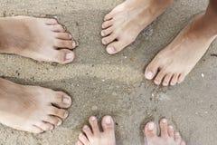 Pés da família na areia Foto de Stock Royalty Free