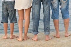 Pés da família na praia Fotografia de Stock Royalty Free