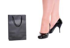 Pés das mulheres em sapatas envernizadas Imagem de Stock Royalty Free